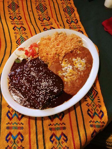 Si Amigos Mexican Restaurant, Mole Poblano